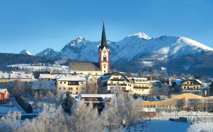 Mariapfarr im sonnigen Süden des Salzburger Landes ist neben Mauterndorf ein idealer Ausgangspunkt für Schneeabenteuer.