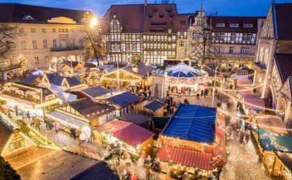 Von oben betrachtet sieht der Braunschweiger Weihnachtsmarkt besonders festlich aus.