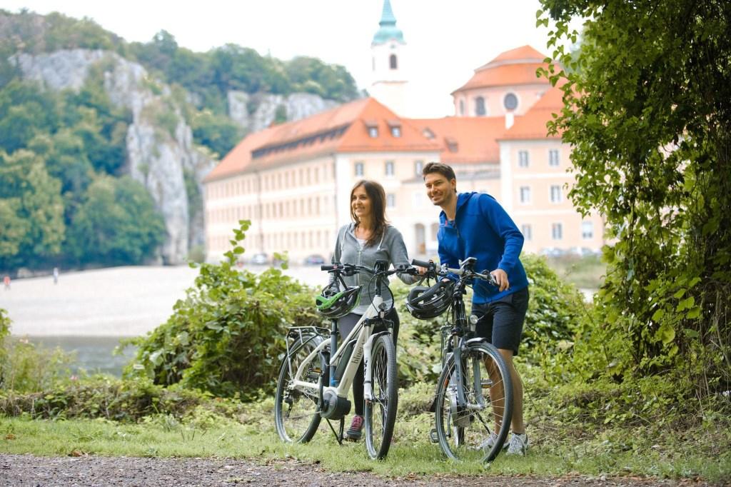 Das Kloster Weltenburg und der Donaudurchbruch sind ein beliebtes Ziel für Radtouristen - Landkreis Kelheim