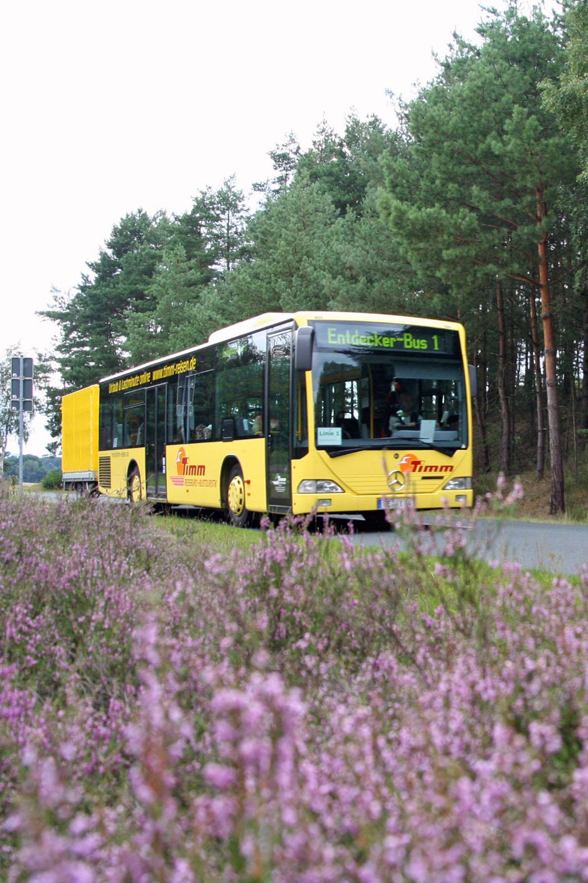 Der Entdecker-Bus bringt Wanderer, Radfahrer und Ausflügler zu den schönsten Plätzen in der Heideregion Uelzen.