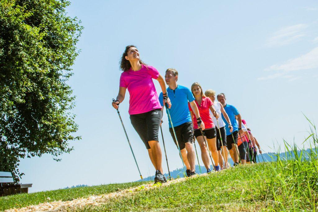 Nordic Walker können sich auf dem weiten Streckennetz von Bad Griesbach austoben - Rottal