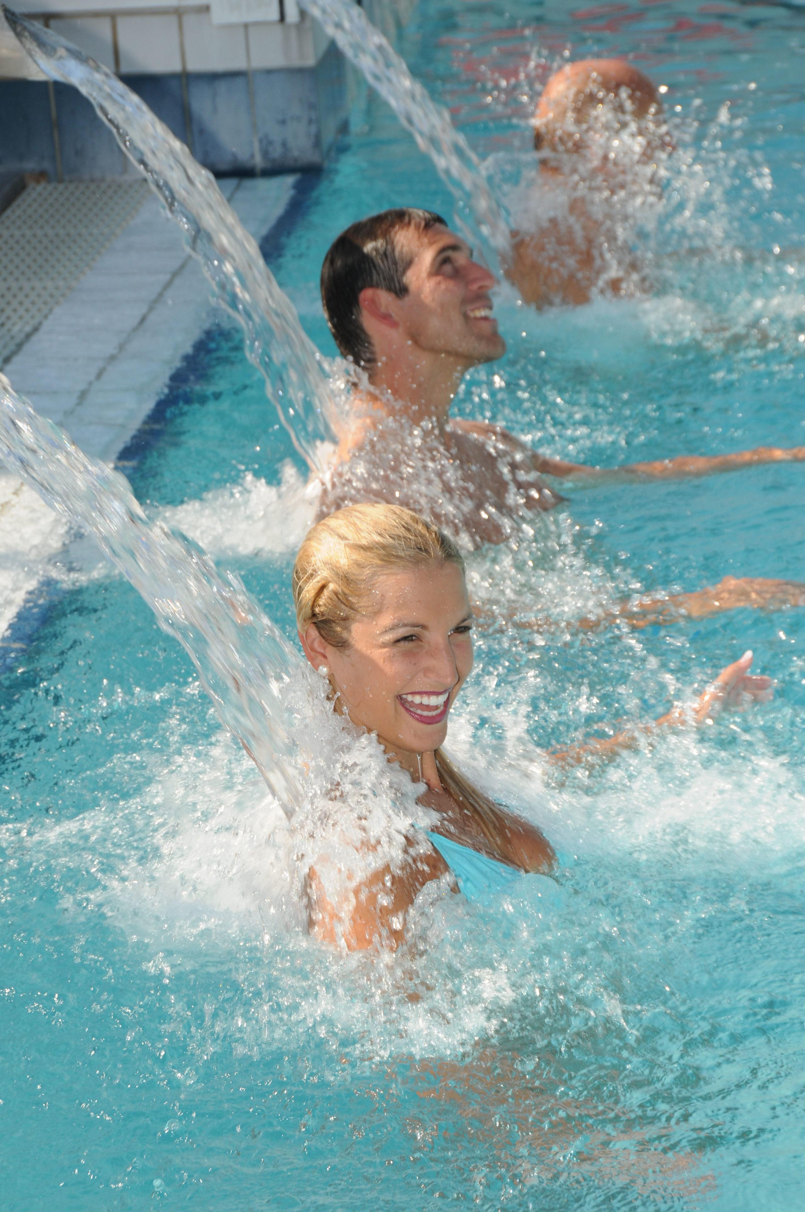 In Bad Füssing erwartet die Gäste die größte Therme Deutschlands mit einem vielseitigen Wellnessangebot.