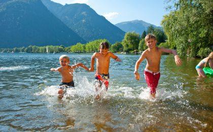 Erholungsoase und Erfrischungsmöglichkeit: Das Ufer des Zeller Sees liegt nur zwei Kilometer von Maishofen entfernt.