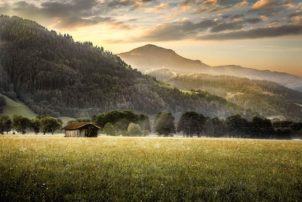 Schroffe Gipfel, sanfte Grasberge, saubere Seen: Die Landschaft des Salzburger Pinzgaus lädt zum vielseitigen Aktivsein und Erholen ein.