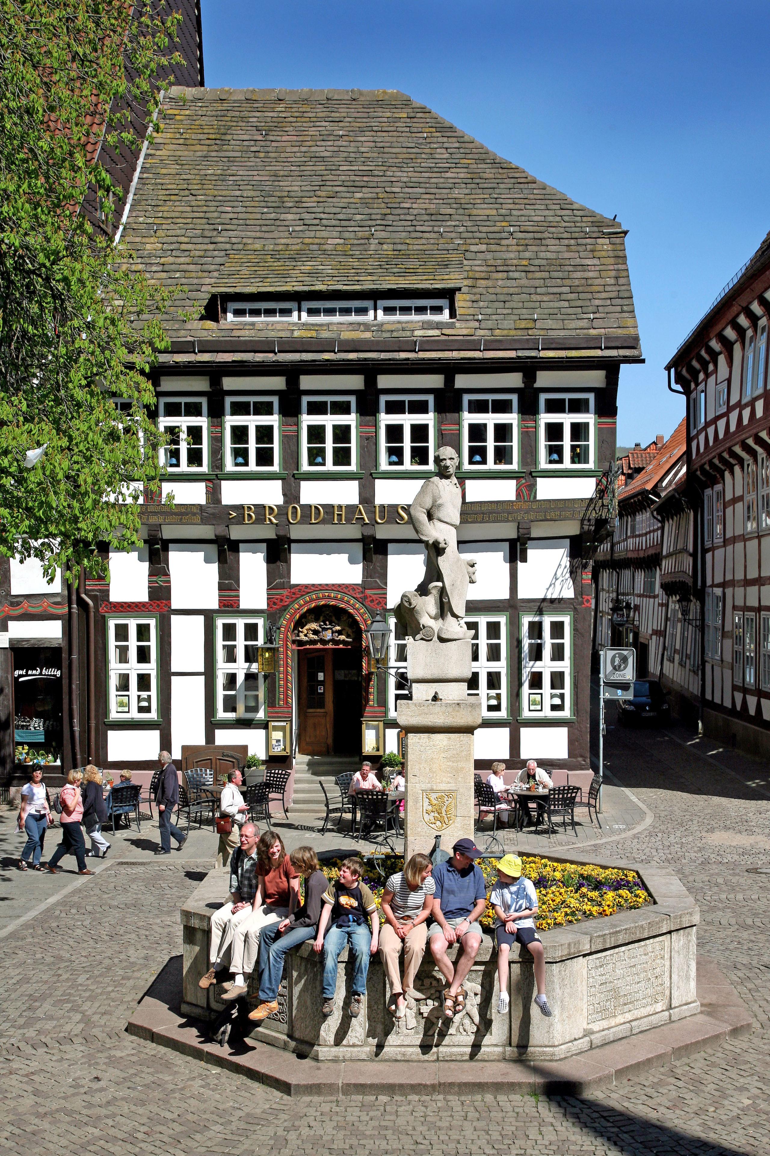 Malerischer Brunnen vor dem Brodhaus Einbeck.