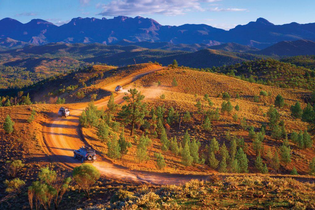 Ein Jeep mit Allradantrieb ist ein Muss bei der Erkundung der Flinders Ranges. Südaustralien bietet auf der Tour ganz besondere geologische und astronomische Highlights.