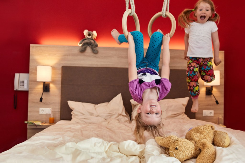 Familienfreundlich: Die Zimmer im Gut Wenghof in Österreich sind bestens auf kleine Gäste vorbereitet.