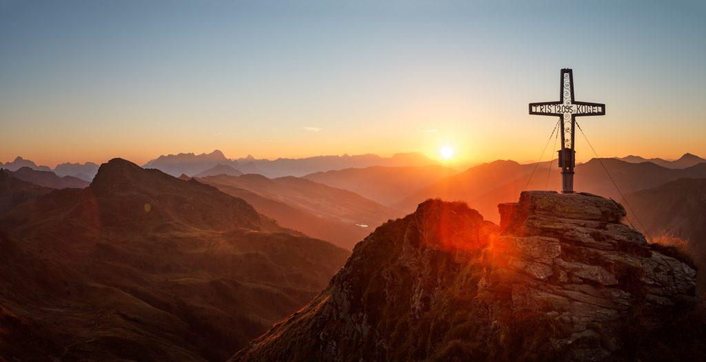 Sonnenaufgangswanderung: Nach einem rund dreistündigen Aufstieg erreicht man den Gipfel des Tristkogels - Saalbach Hinterglemm