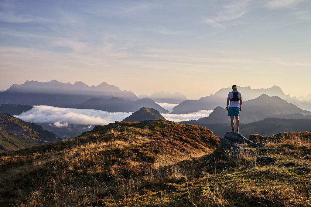 Herrliche Ausblicke auf die umliegende Berglandschaft kann man von jedem Gipfel aus genießen - Saalbach Hinterglemm