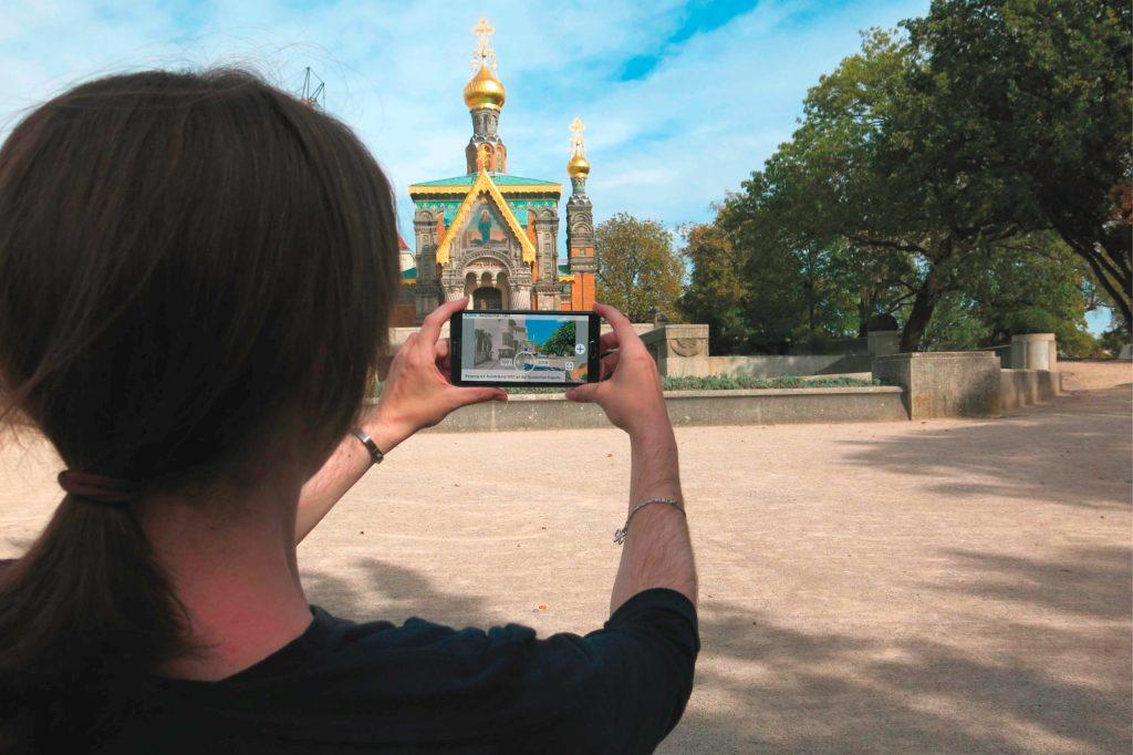 """Die App """"Mathildenhöhe Darmstadt"""" liefert geschichtliche Informationen zu den Gebäuden auf der Mathildenhöhe sowie historische Fotos."""