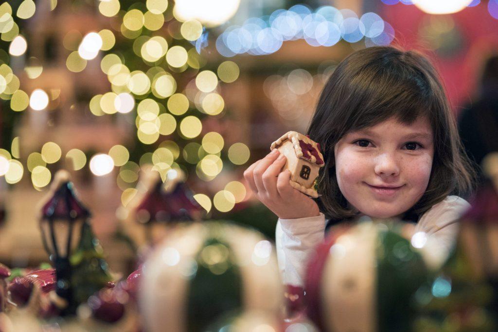 Die Glaskunst hat in der Urlaubsregion Coburg.Rennsteig eine lange Tradition - bis heute ist eine Weihnachtszeit ohne Christbaumkugeln nicht vorstellbar.