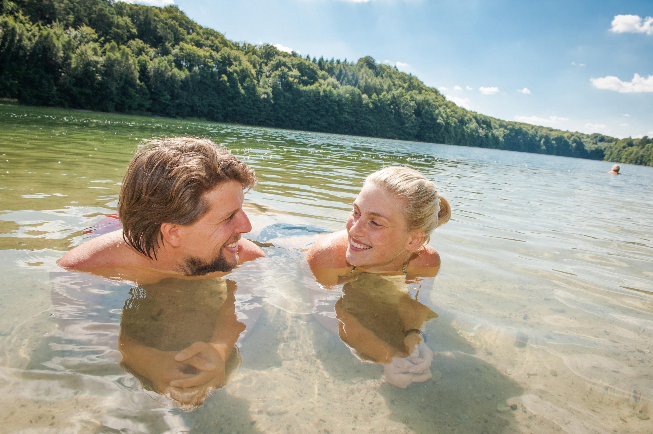 Paar im See
