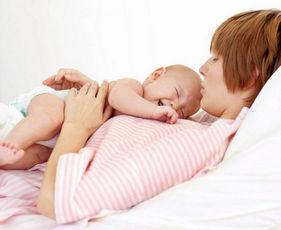 Ребенок у мамы на животе
