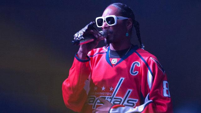 Snoop Dogg dons a Washington Capitals jersey during a Baltimore-area concert