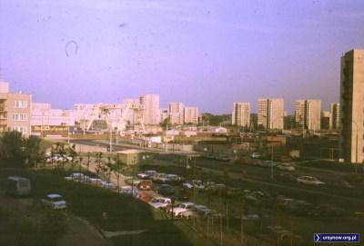 Nie czarujmy się. Tak właśnie wygląda betonowa pustynia, klasyczne blokowisko. Widok z Bacewiczówny na budowę stacji Stokłosy i dalej, hen, na Jary. Fot. Adam Myśliński