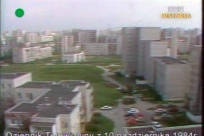 Widok z Puszczyka na Wiolinową - na zielonej łączce powstanie kiedyś boisko szumnie zwane Estadio de la Puszczyka. DTV, 10.10.1984