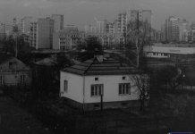 Zabudowania dawnej ulicy Jagiełły między Puszczyka i Wiolinową. W białym domu funkcjonowała cukiernia. Fot. Marcin Kubera