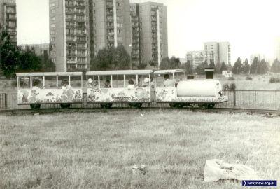 W wakacje przy ulicy Romera, w miejscu dzisiejszego Parku im. Jana Pawła II rozłożyło się wesołe miasteczko. Zdjęcie nadesłał Andrzej Rutkowski.