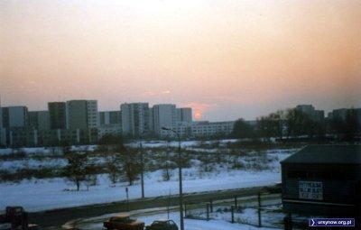 Widok na ulicę Lanciego i pola sięgające aż po Meander, czyli centrum Natolina. Zdjęcie znalezione w sieci, badania węglem aktywnym wskazują na 1992 rok. Może autor się odezwie?