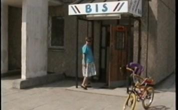 Sklep BIS przy Kazury - kadr z filmu VHS z kwietnia 1993, całość do obejrzenia na naszym kanale na youtube. Nad. Paweł Krakowski