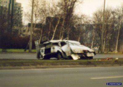 Trudno rozpoznać, ale to jest Nysa po wypadku w Dolinie Służewieckiej. Fot. Adam Myśliński.