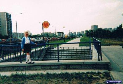 Metrem cieszymy się dopiero od pięciu miesięcy, więc po drodze na rozpoczęcie roku szkolnego warto cyknąć pamiątkową fotkę nad stacją Natolin. Nadesłała Anna Soboniak.