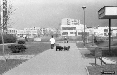 Po lewej - dom handlowy Batmar widziany od strony ulicy Kulczyńskiego. Fot. Andrzej Kubik