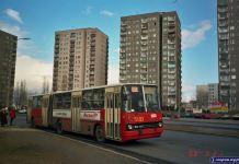503 na tle wieżowców przy Szolc-Rogozińskiego. Pierwszy dzień wiosny 1998. Fot. Dariusz Kalinowski