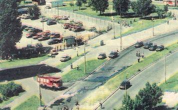 """Miejsce wybuchu samochodu-pułapki. Indiry Gandhi przy Teligi. Fot. """"Motor"""", czerwiec 1995"""
