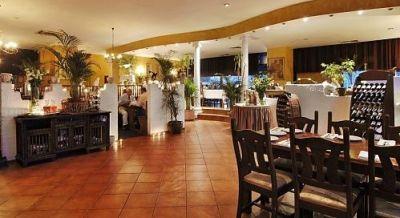 Wnętrze restauracji Zorba – w środku było zdecydowanie lepiej niż mogła sugerować wątpliwa uroda pawilonu przy Dereniowej. Źródło: dawna strona restauracji.