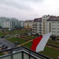 Flaga nad Aleją KEN. 10 IV. Fot. Maciej Mazur