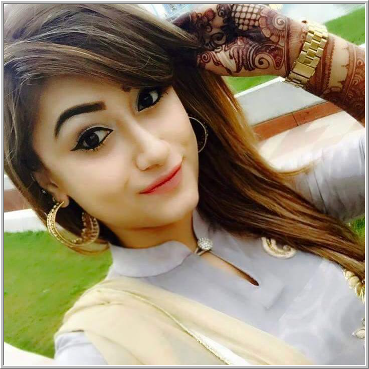Gorgeous Looking Girl DP