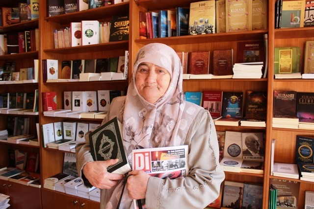 Nana Lule, 75 vjeçarja që lexon çdo ditë kolosët e mendimit Islam