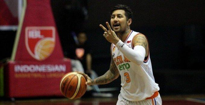 dengan tubuh penuh tato , atlet basket indonesia ini memiliki banyak penggemar