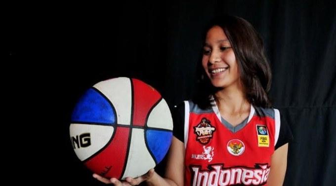 pebasket ini bernama hanum yang merupakan atlet cantik indonesia