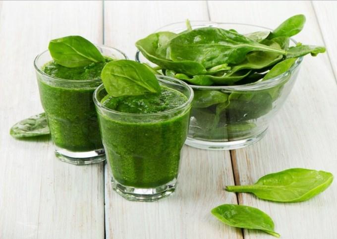 Obat Penumbuh Rambut Tradisional satu ini terbuat dari daun bayam yang di jus