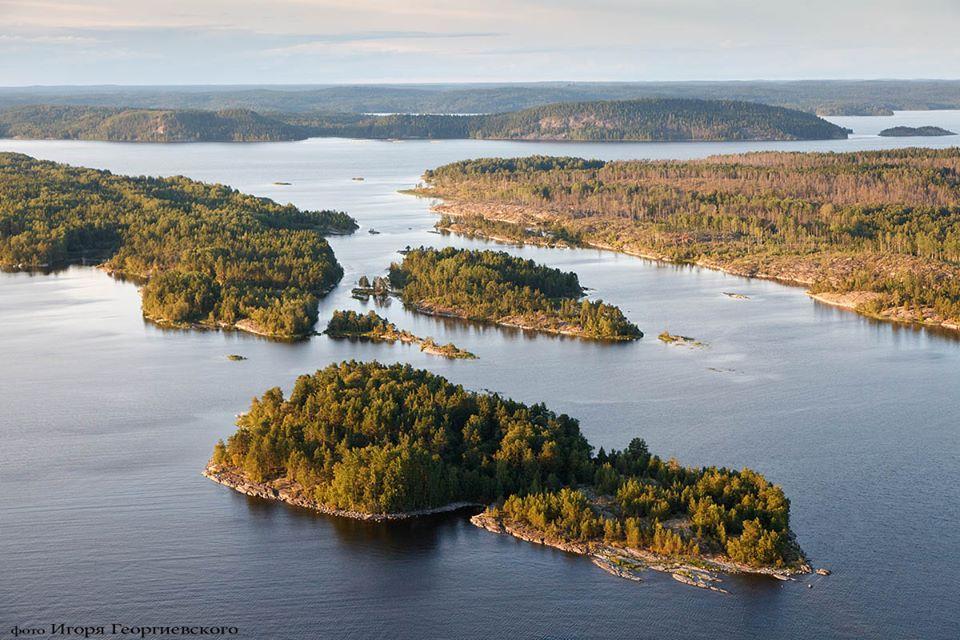 Карелия страна тысячи озер.