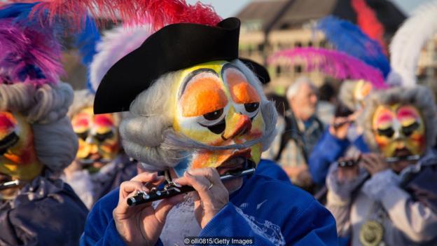 Базельский карнавал. Знойные швейцарцы.