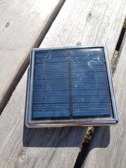 En billig, äldre liten solcellsladdare