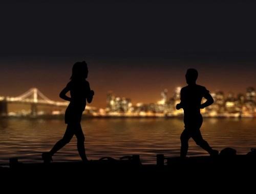 para biega nocą po mieście, night runners