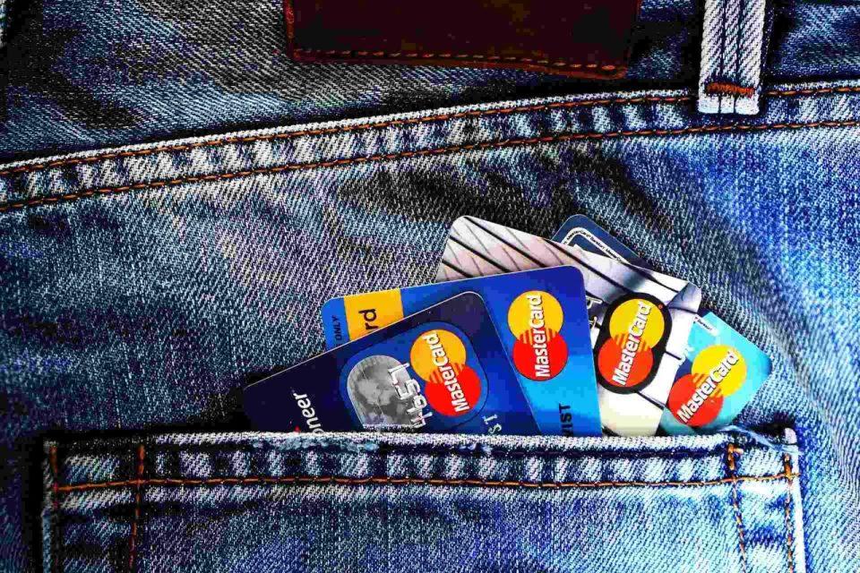 czy bieganie to tani sport, czy bieganie jest drogie, karty kredytowe w kieszeni