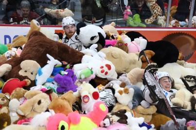 hershey-teddy-bear-toss-2019x - 1