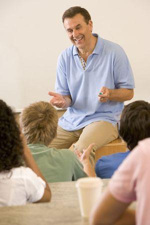 insegnante: Insegnante di dare lezioni agli studenti in classe (attenzione selettiva)
