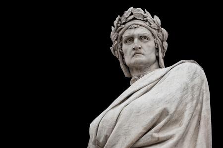 Estatua de Dante Alighieri, de Enrico Pazzi, 1865. Se encuentra en la Piazza Santa Croce, junto a la Basílica de Santa Croce, Florencia, Italia. Foto de archivo - 97261753