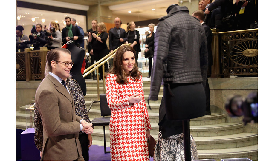 Photos Of Royals Shopping: Kate Middleton, Queen Elizabeth