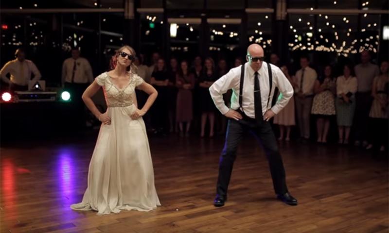 El divertido video de una novia y su padre bailando en la boda se ha convertido en un fenómeno viral