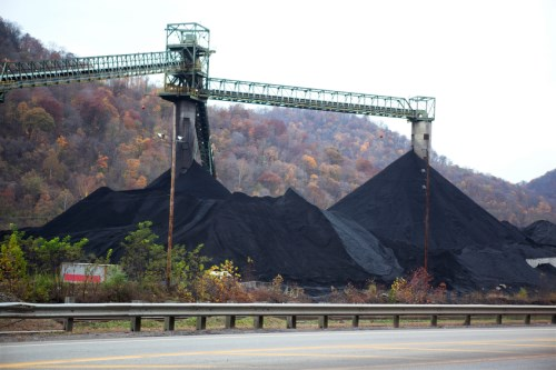 iStock VAcoalmining 19341855 SMALL%20(500%20x%20333) - Zurich Insurance stops investing in coal-heavy firms