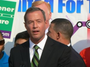 Governor O'Malley announcing the decision to build the Purple Line as light rail - Photo from Washington Post via ##http://www.actfortransit.org/archives/election/purpleline2010.html##ACT for Transit##
