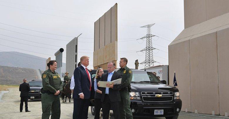 Photo of المحكمة العليا تسمح لترامب باستخدام أموال البنتاغون في بناء الجدار الحدودي