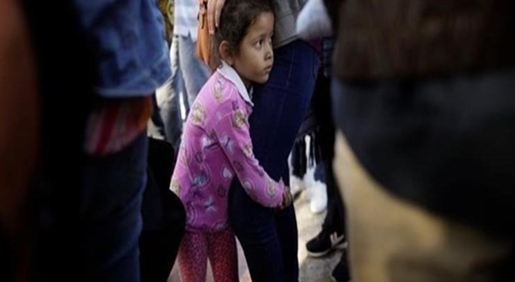 Photo of محامون: 900 طفل تم فصلهم عن ذويهم على الحدود الأمريكية العام الماضي